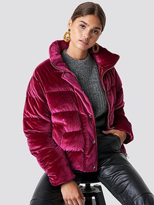 NA-KD Velvet Puffer rosa röd