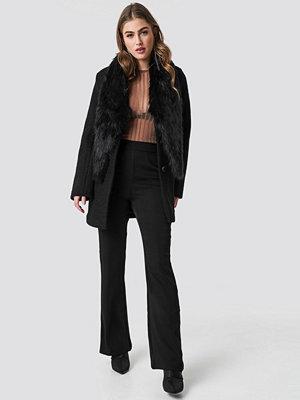 Hannalicious x NA-KD Faux Fur Collar Coat svart