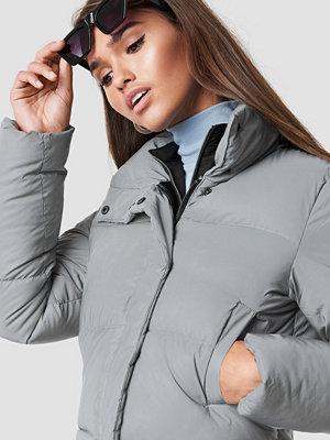 Hannalicious x NA-KD Short Puffy Jacket grå