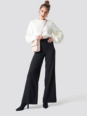 Trendyol Loose Leg Pants - Utsvängda byxor
