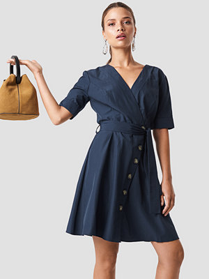 Trendyol Wrap Around Button Detailed Dress - Midiklänningar