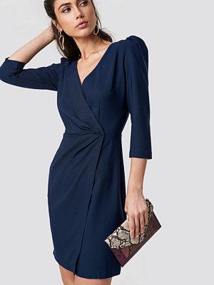 Trendyol Ruffle Collar Dress - Midiklänningar