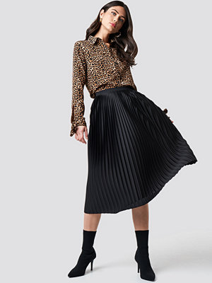 NA-KD Trend Solid Pleated Midi Skirt svart