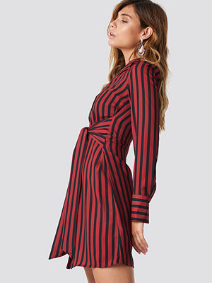 NA-KD Classic Tied Waist Striped Dress röd multicolor