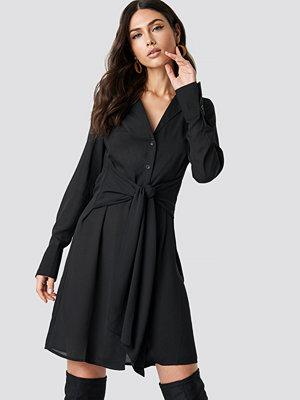 NA-KD Tied Waist Dress - Midiklänningar