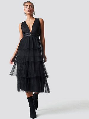 Luisa Lion x NA-KD Pleated Tulle Dress svart