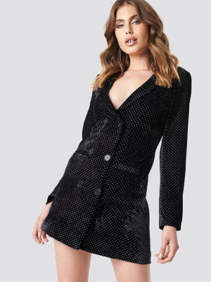 Galore x NA-KD Sparkling Velvet Blazer Dress svart