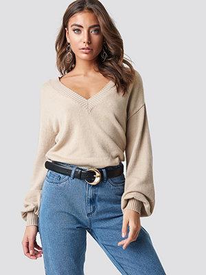 Luisa Lion x NA-KD Deep V-neck Sweater beige