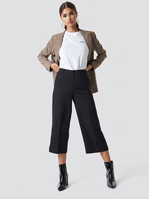 NA-KD svarta byxor Wide Cropped Trousers svart