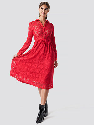 NA-KD Long Sleeve Lace Midi Dress röd