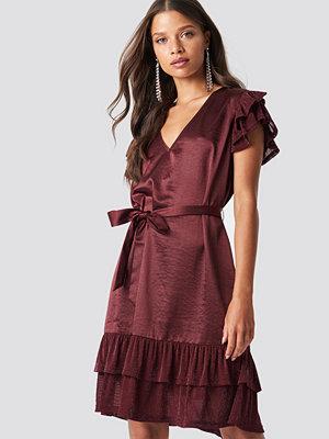 Festklänningar - NA-KD Party Glitter Frills V-Neck Mini Dress - Festklänningar