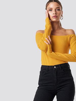 NA-KD Basic Long Sleeve Off Shoulder Top gul