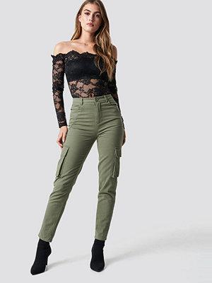 Pamela x NA-KD omönstrade byxor High Waist Slim Army Pants grön
