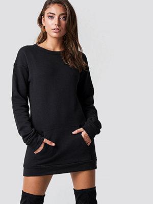 Pamela x NA-KD Long Sweater svart