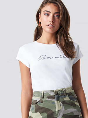Pamela x NA-KD Romantic Basic Tee