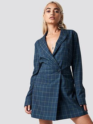 NA-KD Trend Checked Blazer Dress blå