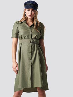 NA-KD Trend Belted Shirt Dress grön