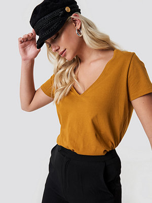 NA-KD Basic V-neck Tee orange