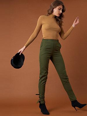 NA-KD Trend omönstrade byxor Ankle Strap Detailed Pants grön