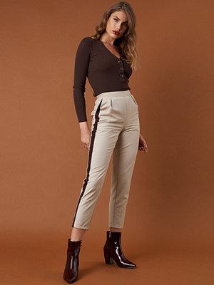 NA-KD Trend vita byxor Side Stripe Fitted Pants beige