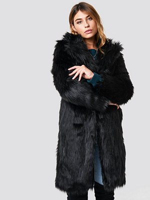 Linn Ahlborg x NA-KD Long Faux Fur Coat svart