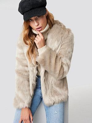 Linn Ahlborg x NA-KD Classic Faux Fur Jacket beige