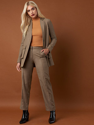 NA-KD Classic omönstrade byxor Pintuck Detail Suit Pants brun