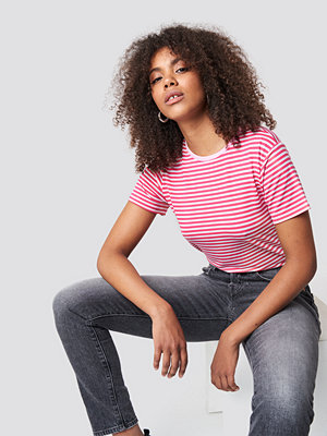 Trendyol Classic Striped Basic Tee rosa