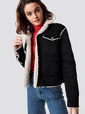 Emilie Briting x NA-KD Shearling Jacket svart