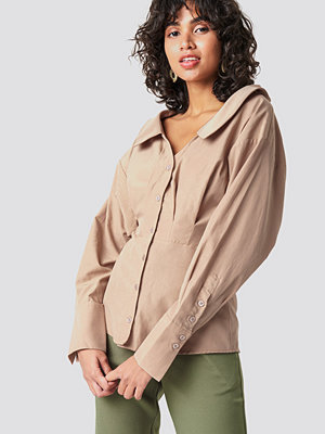 NA-KD Classic Wide Neck LS Shirt beige
