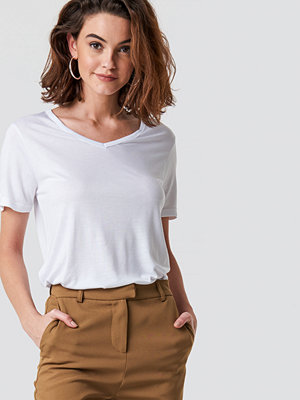 Trendyol Basic V-Neck Tee