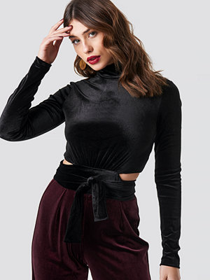 NA-KD Party Wrap Waist Velvet Top svart