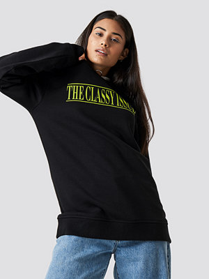 The Classy Issue x NA-KD The Classy Excite Unisex Sweater svart