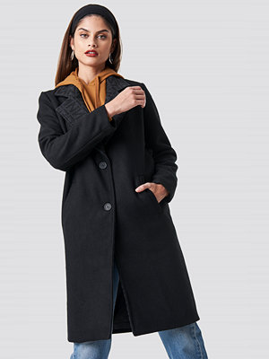 NA-KD Trend N Branded Lapel Coat svart