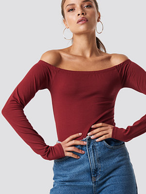 NA-KD Basic Long Sleeve Off Shoulder Top röd