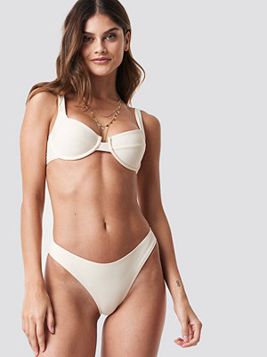 NA-KD Swimwear High Cut Bikini Panty vit beige