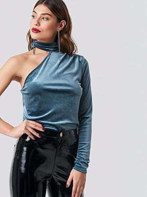 NA-KD Party Velvet One Shoulder Top blå