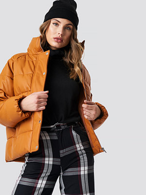 NA-KD Padded PU Leather Jacket brun orange