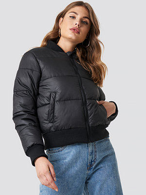 NA-KD Ribbed Sleeve Puffer Jacket svart