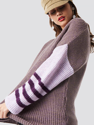 NA-KD Trend Color Striped Sleeve Detail Knitted Sweater lila