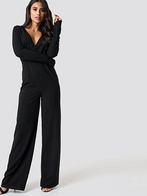 Jumpsuits & playsuits - Dilara x NA-KD Long Sleeve Wrap Front Jumpsuit svart