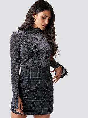 Dilara x NA-KD Checked Mini Skirt grå
