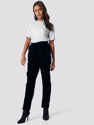 NA-KD Party svarta byxor Straight Velvet Suit Pants blå