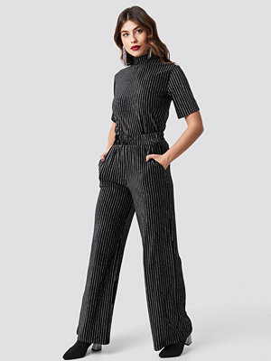 NA-KD Party svarta randiga byxor Striped Glittery Velvet Pants svart