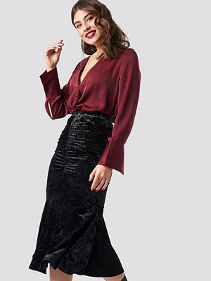 NA-KD Party Velvet Ruched Skirt svart