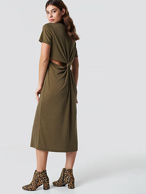 NA-KD Back Cut Out Dress grön