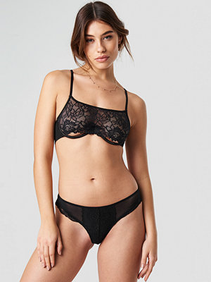 Pamela x NA-KD Lace Detailed Brief svart