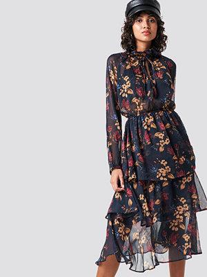 NA-KD Boho High Neck Frill Midi Dress - Midiklänningar