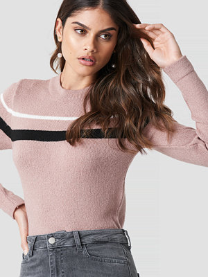 Luisa Lion x NA-KD Striped Sweater rosa