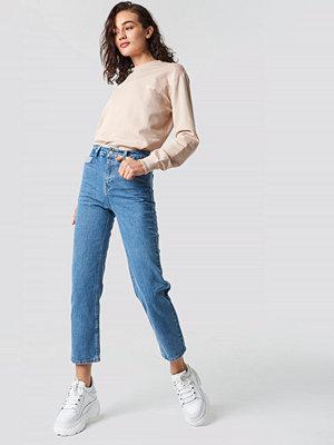 Astrid Olsen x NA-KD Straight Leg Jeans blå